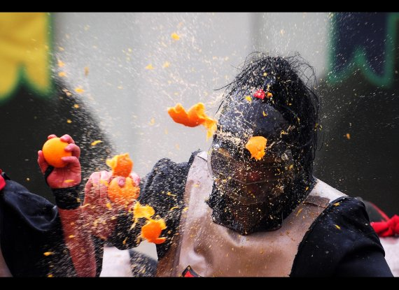 165 People Injured in Orange Throwing Festival in Italy