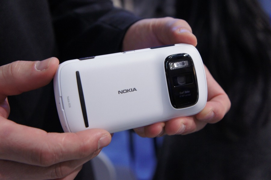 Nokia 808 PureView Sells for 560 in Iran