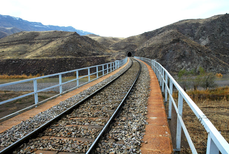 Iran to Expand its Railways Connections