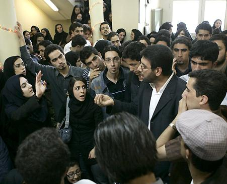 EU Sanctions Grill Iranian Students for Taking IELTS Test in Tehran