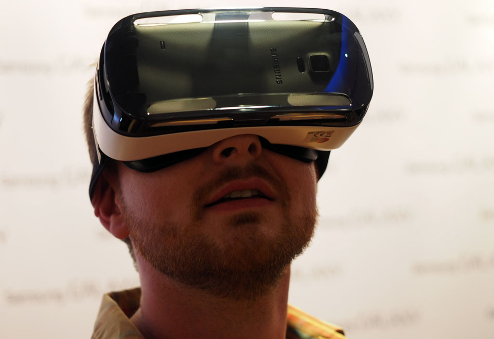 Samsung Gear VR Will Have Showcases at Select Best Buy Stores February 8th