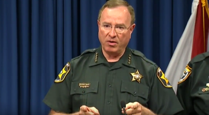 "Florida Sheriff Says He'll Lock Up ""Rascal"" Apple CEO Over FBI Court Order"